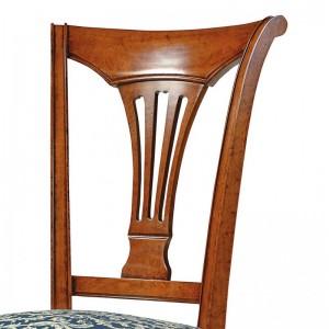 Sedia con schienale ad arpa